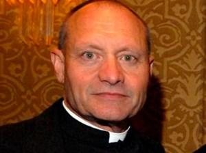 Este sacerdote fue arrestado por traficar metanfetaminas en su tienda porno