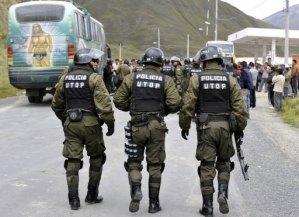 Menor es obligado por policías a caminar desnudo en Bolivia
