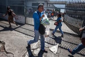 """Habitantes de Lara gastan sus ahorros para """"sobrevivir"""" en la cuarentena"""