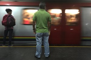 Usuarios del Metro de Caracas denunciaron un humo sospechoso en la estación Capitolio (VIDEO)