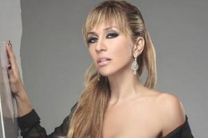 A sus 41 años, la cantante Noelia presume su figura con diminuto hilo
