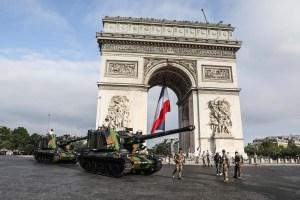 En imágenes: Así se celebra el Día de la Toma de la Bastilla en Francia