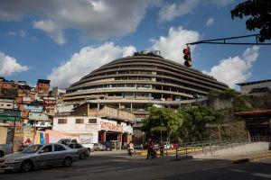 """Efecto """"puerta giratoria"""" mantiene presos a 326 políticos en Venezuela"""