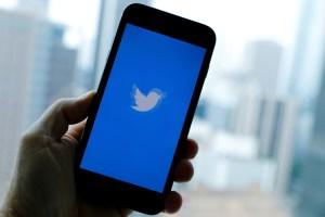 """Twitter comenzó a identificar las cuentas """"bots"""" que publican en la red social"""