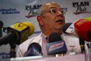 Julio Castro condena el mecanismo de vacunación de Maduro a través del sistema Patria