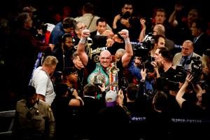 Así fue la fiesta de Tyson Fury en una discoteca tras vencer a Deontay Wilder (Video)