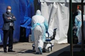 Estados Unidos desacelera ritmo de contagios y fallecidos diarios por Covid-19