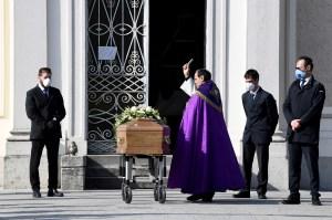 Muerte en casa: La huella invisible del coronavirus en Italia