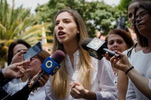 """""""En democracia se les honrará y dignificará su noble labor"""", garantizó Fabiana Rosales a los maestros"""