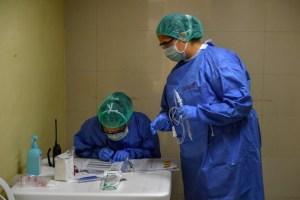 Médicos venezolanos alertan por fallas en las pruebas PCR