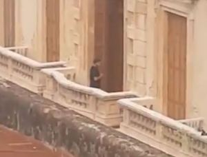 Filtraron las primeras imágenes de Ronaldinho en el hotel donde cumple prisión domiciliaria