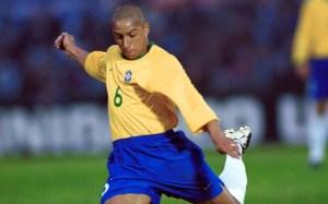 """Al cumplirse 23 años, esta es la explicación científica del """"gol imposible"""" de Roberto Carlos (VIDEO)"""