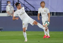 ¡Insólito! Gareth Bale se quedó... DORMIDO en pleno juego del Real Madrid (FOTO)
