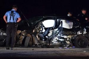 Cuatro personas resultaron gravemente heridas luego de que dos autos de carreras chocarán en Floyd Bennett Field