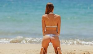 ¡Sol, arena y bikinis! 25 candentes famosas muestran cómo pasan su verano (FOTOS)