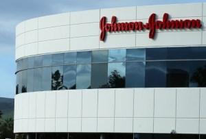 Johnson & Johnson reducirá un 80 % la cantidad de vacunas que entregará la próxima semana