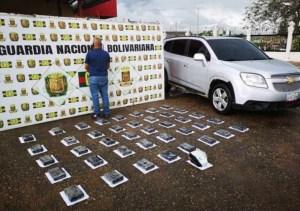 Detienen a un individuo con más de 40 panelas de presunta cocaína