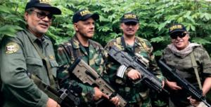 """Foto: El armamento de alias """"Jesús Santrich"""" y sus bandidos, sospechosos de ocultarse en Venezuela"""