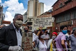 """Maestros venezolanos """"celebran"""" su día golpeados por la crisis"""