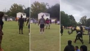 Tiroteo donde perdió la vida un hombre y su hijo quedó filmado en transmisión de partido de fútbol americano (VIDEO)