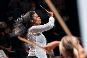 Glass Marcano, venezolana que toma la batuta para dirigir las orquestas de Europa