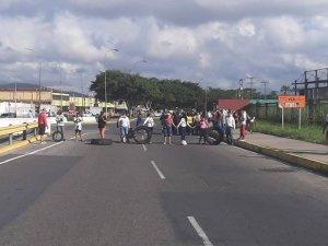 Protestan frente velódromo de Valencia por falta de gas doméstico #23NOv (FOTOS)