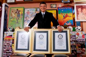 Murió Hely Garagozzo, el venezolano que ganó el Records Guiness por asistir a diez mundiales de futbol