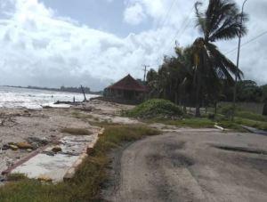 Denuncian que la Playa Carenero se encuentra en total deterioro (FOTOS)