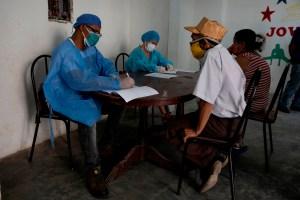 Venezolanos se las ingenian para ahorrarse unos cuantos bolívares en exámenes médicos