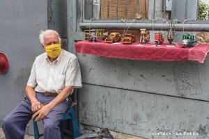 Mauro Carangella, el italiano que vende juguetes de madera en Caracas y se niega a dejar Venezuela
