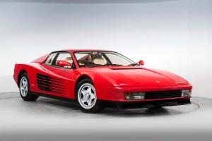 Ferrari Testarossa: El carro que despierta al niño interno de los vejetes