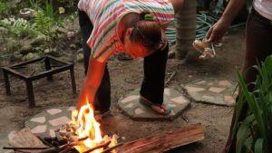 """""""Es como vivir en la Edad de Piedra"""": El retorno a la cocina de leña por falta de gas en el interior de Venezuela"""