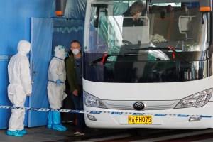 Expertos de la OMS llegan a ciudad china de Wuhan para estudiar origen del coronavirus