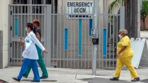 Miami-Dade podría cerrar los centros de vacunación por falta de dosis