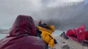 Querían grabar el descenso de una GIGANTESCA avalancha de cerca: Esto fue lo que les sucedió (VIDEOS)