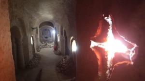 Por qué excavó durante 23 años, a cincel y martillo, una cueva de siete pisos de profundidad (VIDEO)