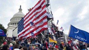Alborotadores del Capitolio incluían exmilitares y policías altamente capacitados
