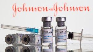 La FDA dice que no hay vínculo entre vacuna de Johnson & Johnson y trombos