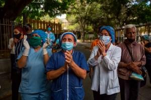 Personal de salud: Maduro nos lleva al sálvense quien pueda por falta de vacunas