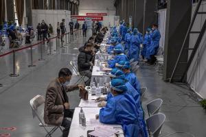 China atribuye a variante delta brote de Covid-19, con focos en dos nuevas regiones