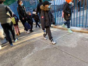 Estudiantes virtuales no regresarán todavía a clases por el Covid-19 en Nueva York
