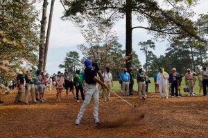 ¡Insólito! Golfista falló su tiro y le pegó con la pelota a su padre (Video)