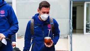 Entre ovaciones y con el mate: Así llegó Lionel Messi con el Barcelona a Madrid para jugar el Clásico