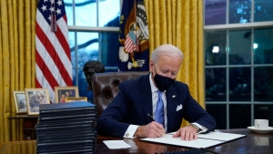 Biden expresa su apoyo a liberar patentes de vacunas contra el Covid-19