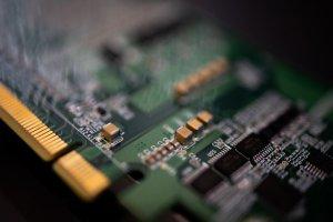 Cómo la escasez de un chip de 1 dólar está provocando una crisis global