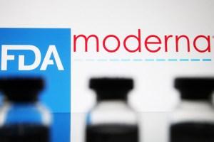 Farmacéuticas caen en la bolsa tras apoyo de EEUU a suspender patente de vacunas