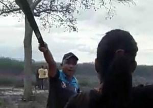 ¡A machetazos! Dos grupos de colectivos se pelean por una finca en Lara (VIDEO)