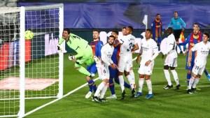 De otro partido: Messi intentó hacerle un gol olímpico al Real Madrid y la pelota pegó en el palo (VIDEO)