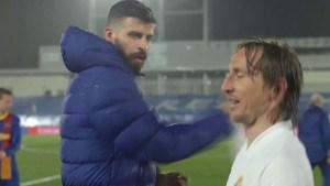 Furiosa discusión entre Piqué y Modric en pleno campo de juego tras el clásico (VIDEO)