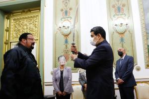 Steven Seagal personificó a Juan Barreto en una visita a Miraflores (Memes + Jaja)